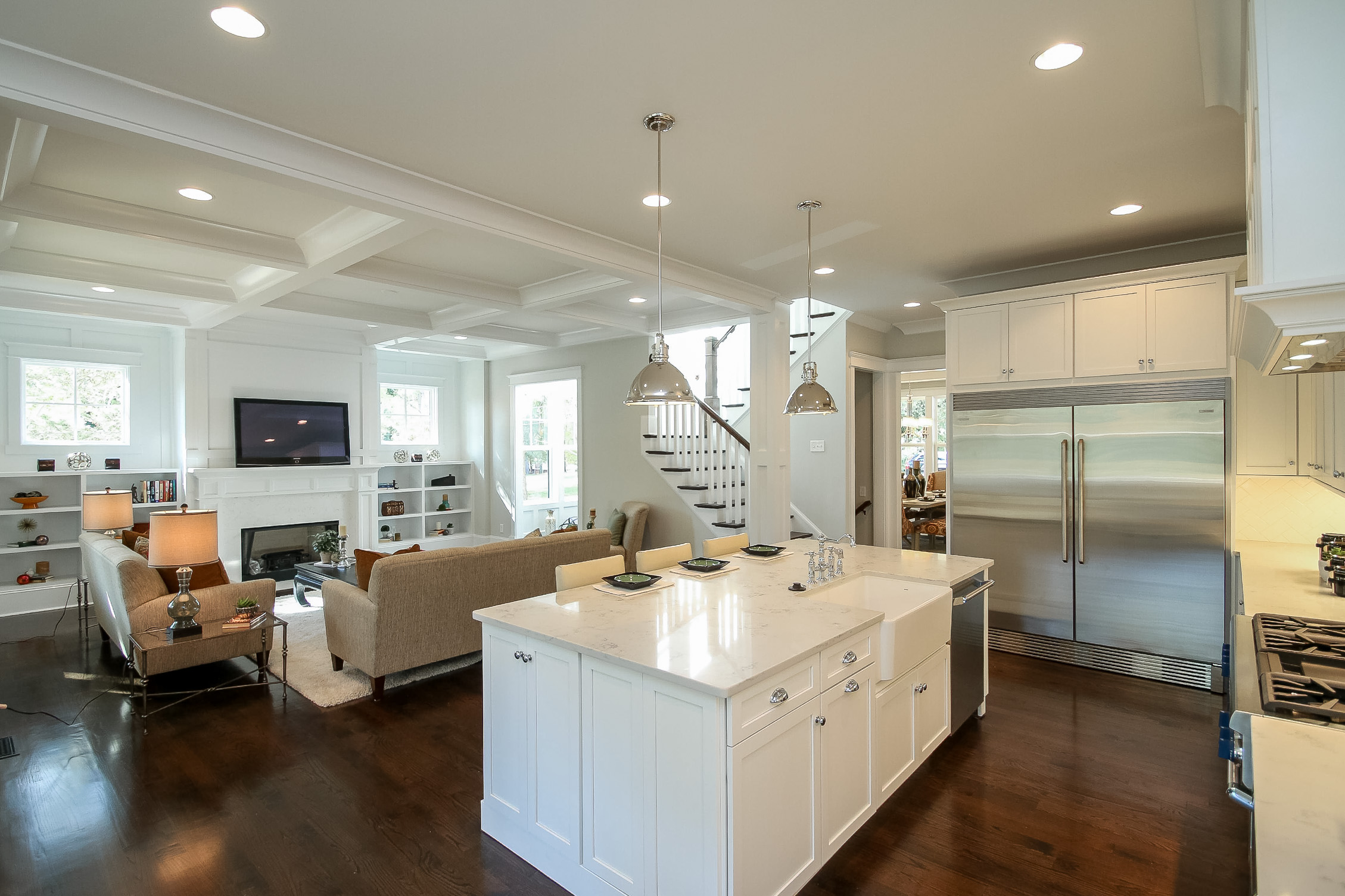 Broker luncheon this tuesday at 346 wonderwood drive for Living room with 10 foot ceiling